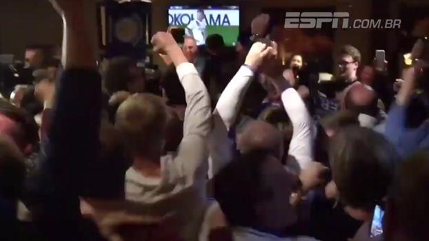 Veja o exato momento do 'gol do título' de Hazard direto de um bar em Leicester
