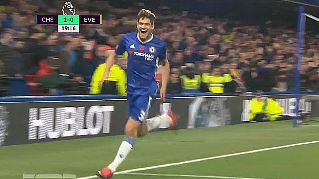 Tempo real: GOL do Chelsea! Marcos Alonso aproveita sobra na área, chuta no meio das pernas de Stekelenburg e amplia