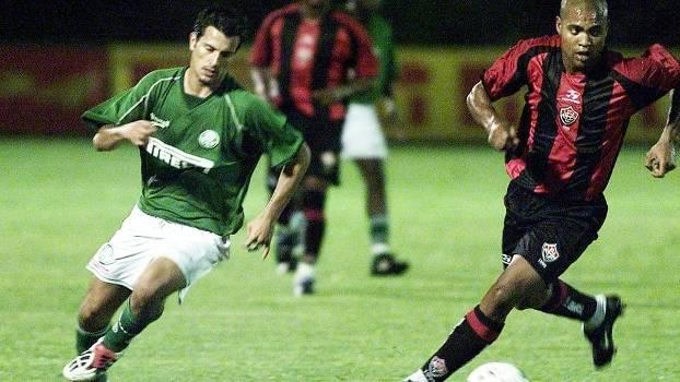 Relembre a goleada histórica do Vitória sobre o Palmeiras por 7 a 2 em 2003 cdd4f8ab4f749