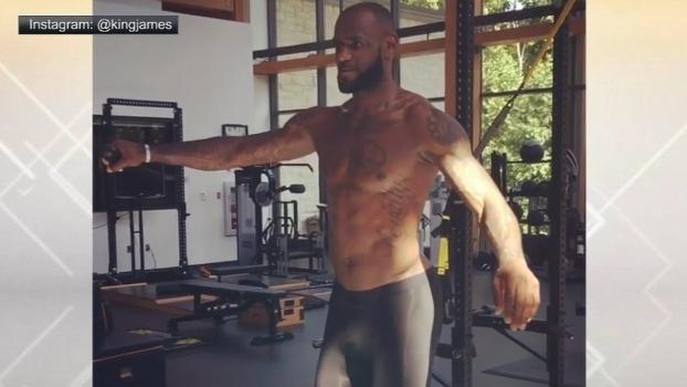 Que equilíbrio! De férias, LeBron mostra foco e já treina para a próxima temporada