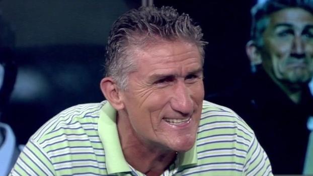 Calçando 'apenas' 45, Patón já ficou fora de jogo por não ter chuteira de seu tamanho em Buenos Aires