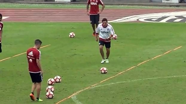 Hoje técnico, Marcelo Gallardo mostra pontaria muito afiado em treino do River Plate