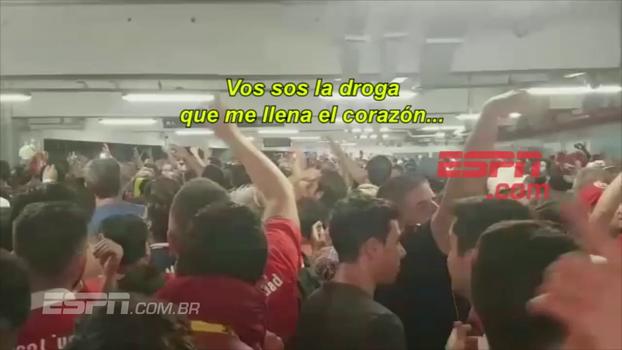 Campeões da Sul-Americana, torcedores do Independiente invadem metrô carioca com paródia de 'Despacito'