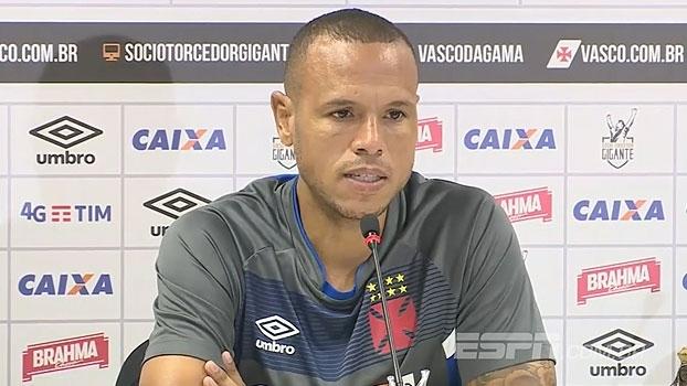 Luís Fabiano comemora posição do Vasco e lamenta ausência