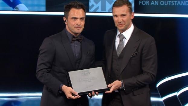 Falcão é homenageado em festa da Fifa e se surpreende: 'Achei que eu passaria despercebido'