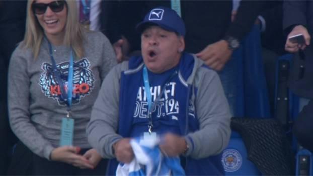 Depois de vibrar nas arquibancadas, Maradona visita vestiário da seleção argentina de rugby