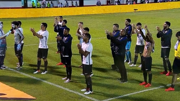 Torcida do Corinthians homenageia 106 anos do clube após jogo contra o Flu