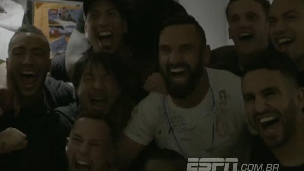 Jogadores do Leicester comemoram título na casa de Vardy; assista