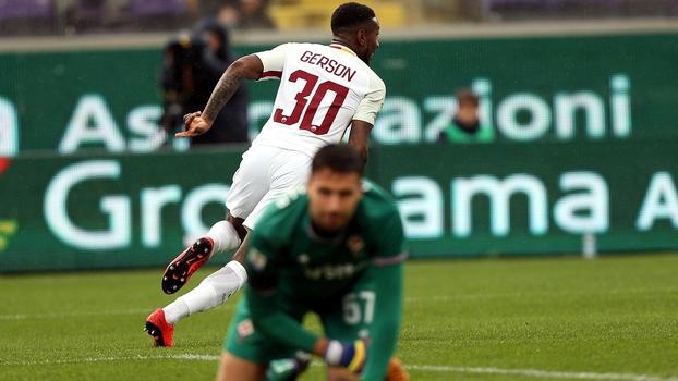 Com duas tacadas de sinuca, Gerson, ex-Flu, aproveita chance de titular na Roma e anota dois gols
