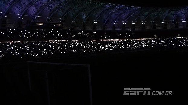 Após amistoso, Beira-Rio faz homenagem à Chapecoense com show de luzes