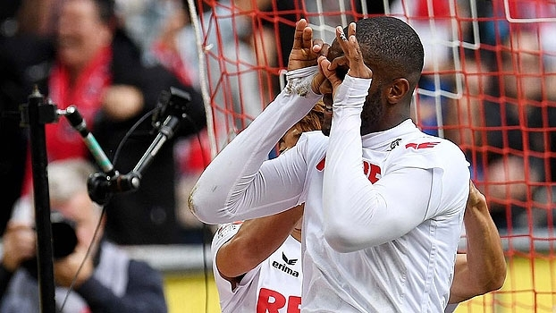 Francês resolve, Colônia vence Ingolstadt e segue na cola do Bayern
