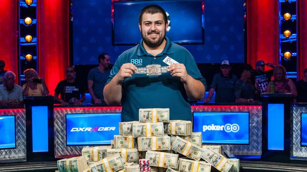 Em final dramática, americano é campeão mundial de poker pela 1ª vez e ganha mais de R$ 25 milhões