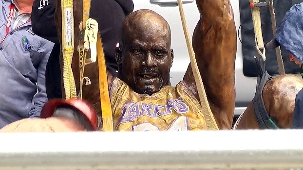 Shaquille O'Neal ganha estátua no Staples Center; veja