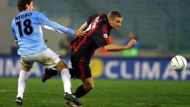 Stankovic acertou patada para a Lazio, mas Milan empatou com gol de Shevchenko em 2002
