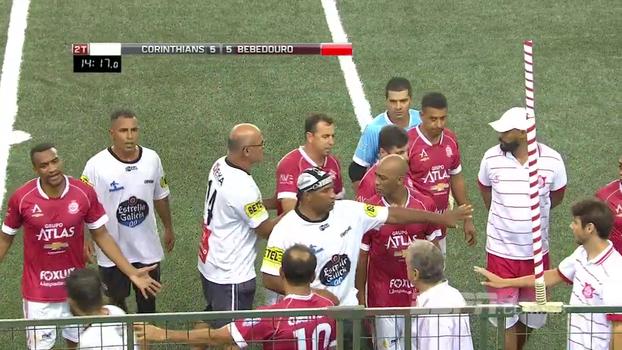 Showbol: Corinthians x Inter de Bebedouro tem confusão, e Godói expulsa jogadores
