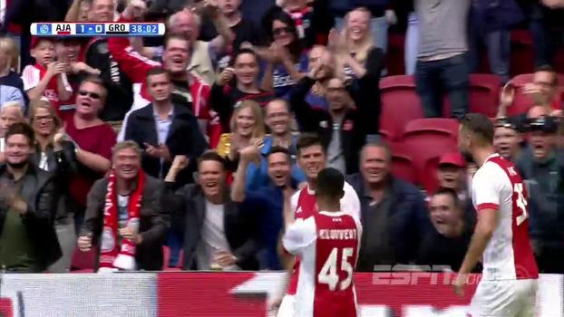 Com gol de Huntelaar, duas pinturas de fora da área e D. Neres entrando no fim, Ajax vence em casa o Groningen
