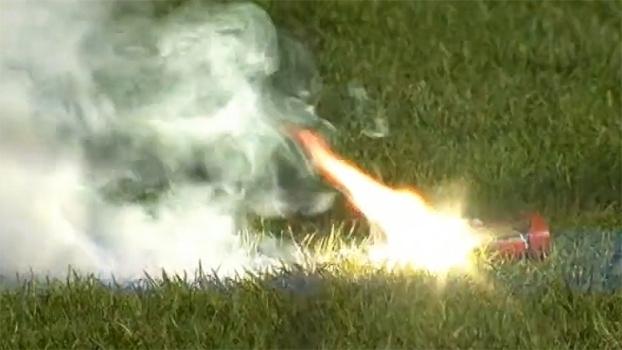 Clássico belga é suspenso após torcida insistir em atirar objetos em goleiro rival