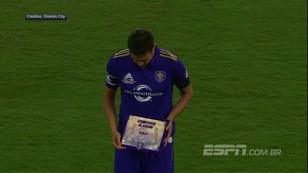 Kaká recebe homenagem, dá assistência e sai ovacionado em amistoso de despedida do Orlando City contra porto Rico
