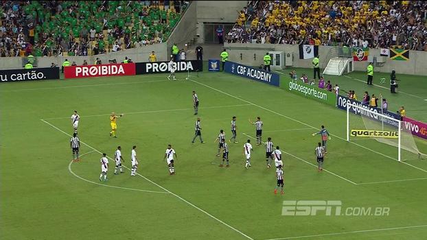 Breiller Pires explica torcida do Vasco uniformizada com camisetas em verde e amarelo