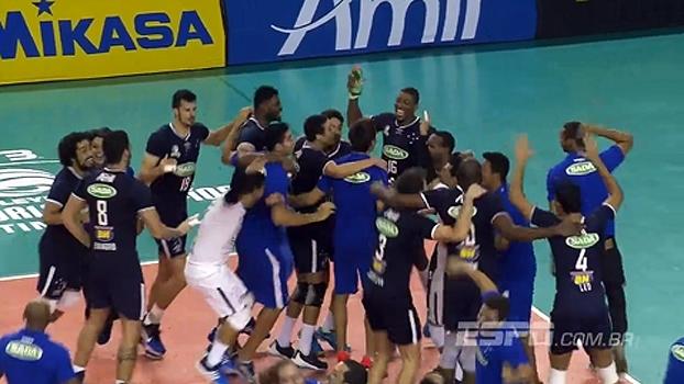 'Energia negativa gostosa', 'ragatanga cubano-brasileiro' e mais; Rômulo e suas pérolas na final do Mundial de vôlei