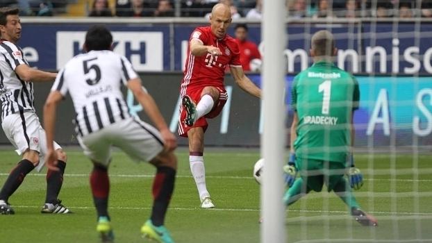 Alemão: Gols de Eintracht Frankfurt 2 x 2 Bayern de Munique