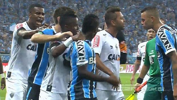 Esquentou! Clima fecha no final da partida e jogadores de Grêmio e Atlético-MG trocam agressões