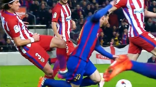 Filipe Luís dá carrinho por trás em Messi e deixa Luis Enrique maluco