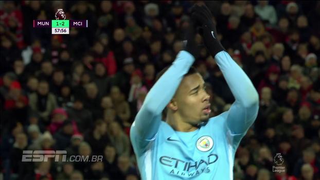 Aplicou muitos dribles e deixou até zagueiro sentado: veja como Gabriel Jesus foi contra o Manchester United