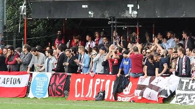 Na 9ª divisão do Inglês, o Clapton FC faz sucesso se opondo ao 'futebol moderno'