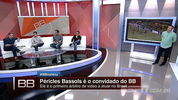 Número de monitores, número de câmeras e mais: Péricles Bassols fala sobre procedimentos de árbitro de vídeo