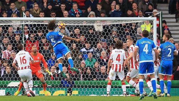 Assista ao gol da vitória do Bournemouth sobre o Stoke City por 1 a 0