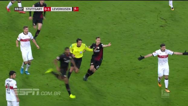 Falta dura gera revolta e dá início a confusão no jogo entre Stuttgart e Bayer Leverkusen