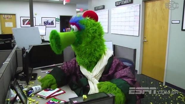 Esperando reunião, mascote de time da MLB perde a paciência e 'destrói' redação do SportsCenter
