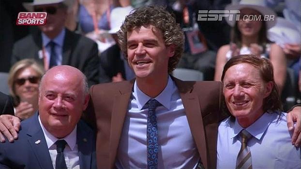 Depois de ser homenageado em Roland Garros, Guga se emociona: 'Estar aqui sempre é especial'