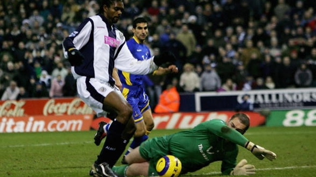 Kanu é perigoso... acabou! Nigeriano fez dois e West Bromwich bateu Tottenham em 2005
