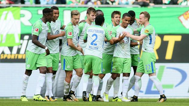 Wolfsburg sai na frente, mas leva empate do Hannover com gol de calcanhar