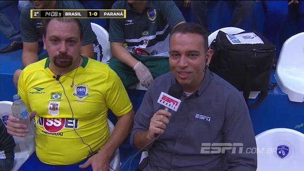 Após cinco minutos em quadra, Alê Oliveira 'falece' no Jogo das Estrelas: 'Futsal é isso'