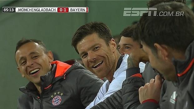 Robben fica enlouquecido com substituição e companheiros dão risada; Assista