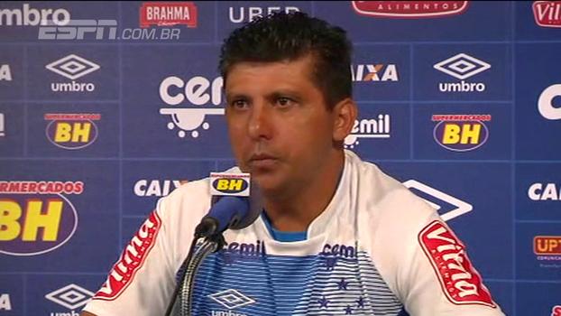 Auxiliar técnico do Cruzeiro destaca ética de Mano Menezes e cita reunião para definir futuro do treinador