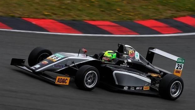 Assista à primeira vitória do filho de Schumacher no Campeonato Alemão de Fórmula 4