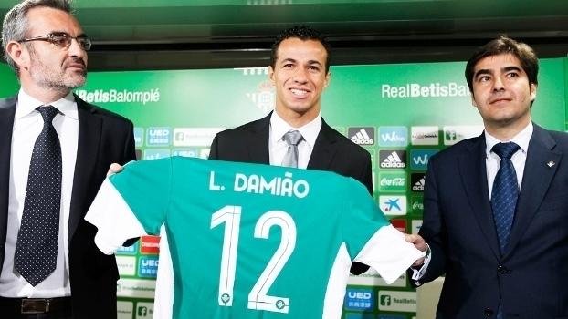 Veja imagens da apresentação de Leandro Damião como jogador do Betis
