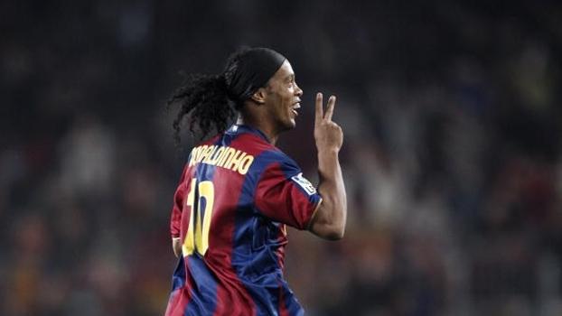Show! Ronaldinho fez dois de falta, Henry também marcou e Barcelona bateu Betis em 2007