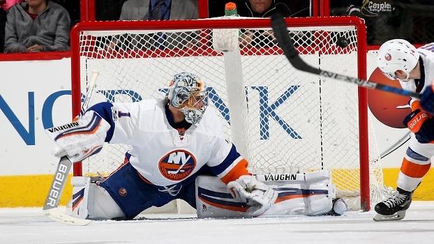 Goleiro brilha com 32 defesas, e Islanders goleiam Bruins na NHL