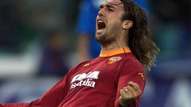 Com gols de Totti e Batistuta, Roma fez 3 a 0 no Napoli em 2001