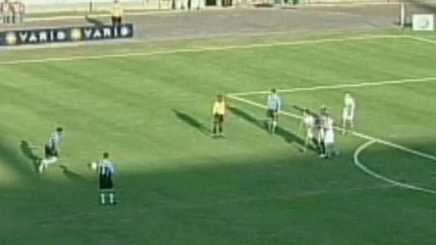 2004: Com tiro de longe, Michel Bastos fez golaço de falta, mas Coritiba arrancou empate com Grêmio