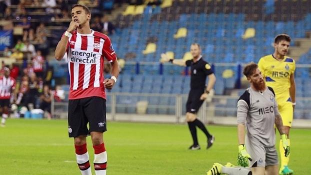 Ex-Corinthians, zagueiro Felipe faz gol contra e Porto perde por 3 a 0 para o PSV em amistoso