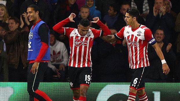 Reforço mais caro da história anota um golaço e Southampton avança na Copa da Liga