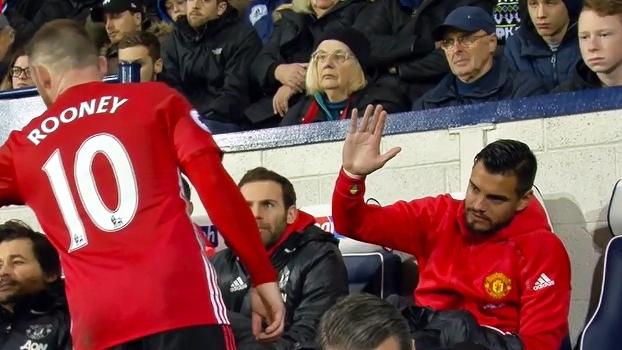 Chateado: goleiro reserva do United, Romero é deixado no vácuo duas vezes por colegas