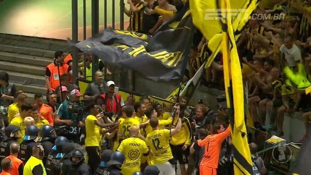Bandeirão no campo, volta olímpica e muita festa: veja a celebração do Borussia Dortmund