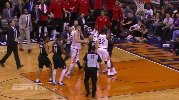 Ânimos esquentam em jogo entre Blazers e Suns, jogadores têm que ser separados e acabam expulsos